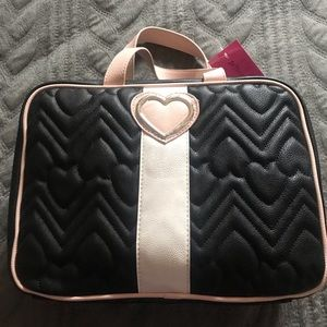 NWT-Betsey Johnson Heart / Chevron Quilted Design